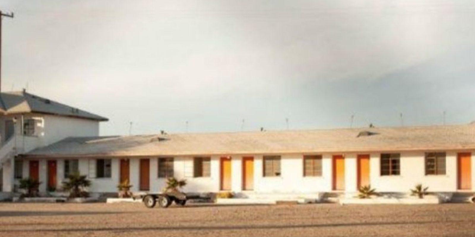 """12. Un fotógrafo decidió tomar imágenes a un motel abandonado en Amboy, California. Sin embargo, nunca pensó que encontraría algo """"espeluznante"""". Foto:Vía Reddit"""