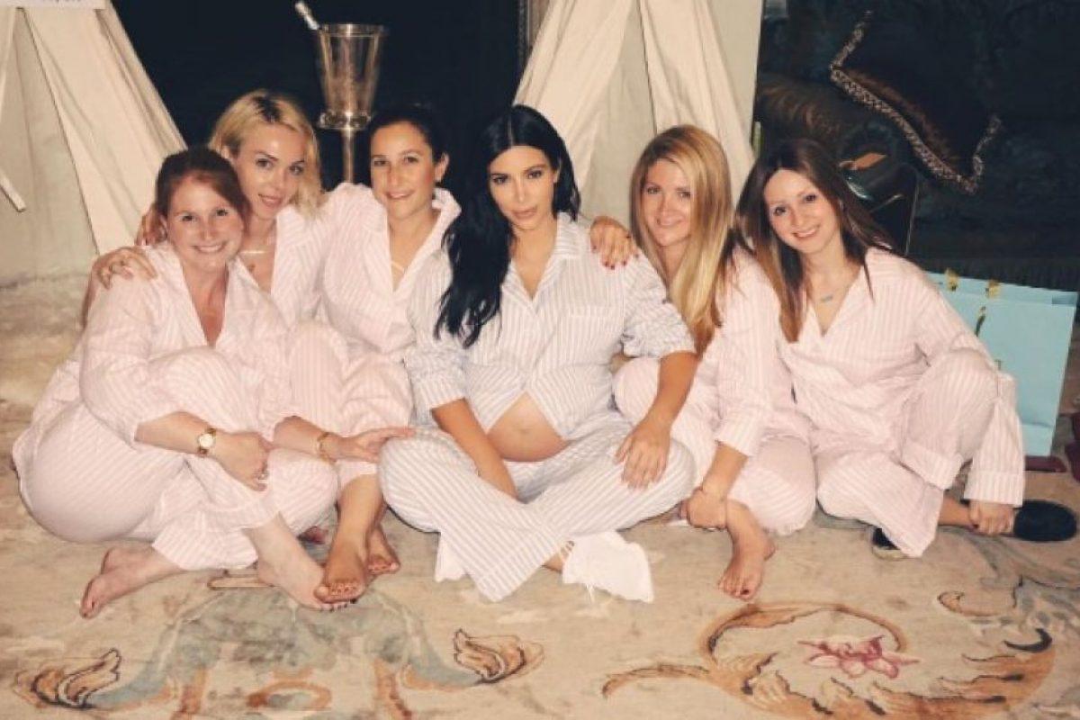 Este era su look en su babyshower Foto:Instagram/kimkardashian