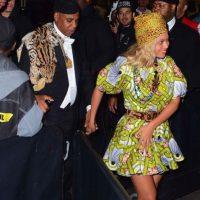 """Beyoncé y su familia rindieron homenaje a los protagonistas de la cinta """"Coming to America"""" de Eddie Murphy con estos atuendos. Foto:The Grosby Group"""