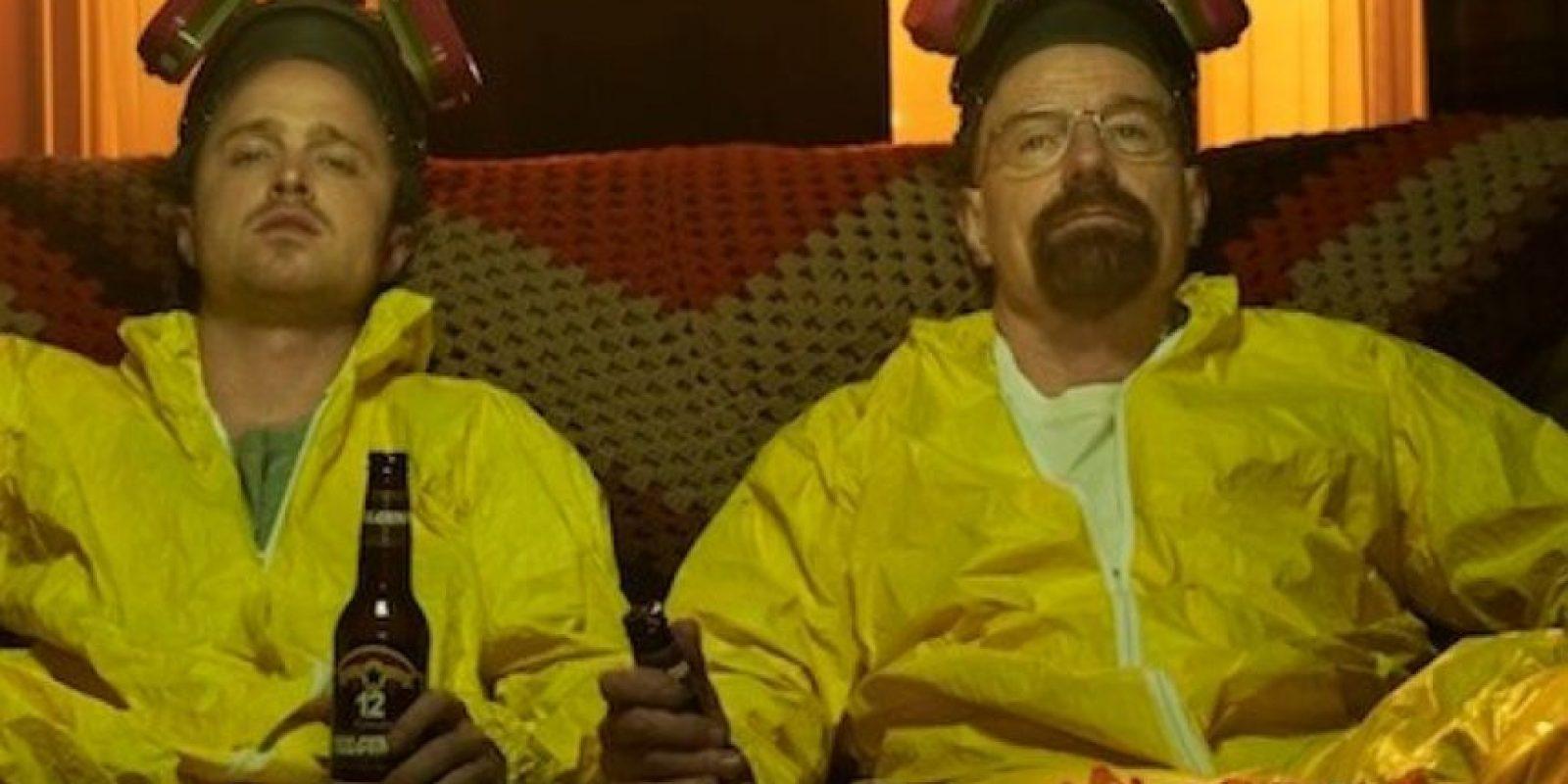 Esto lo hace junto con Jesse Pinkman, un antiguo alumno suyo. Foto:Vía AMC