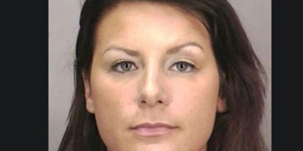 Maestra de biología acusada de corrupción de menores