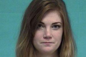 Virginia Houston Hinckley fue arrestada por tener relaciones con un alumno de 16 años. Foto:St. Johns County Sheriff's Office
