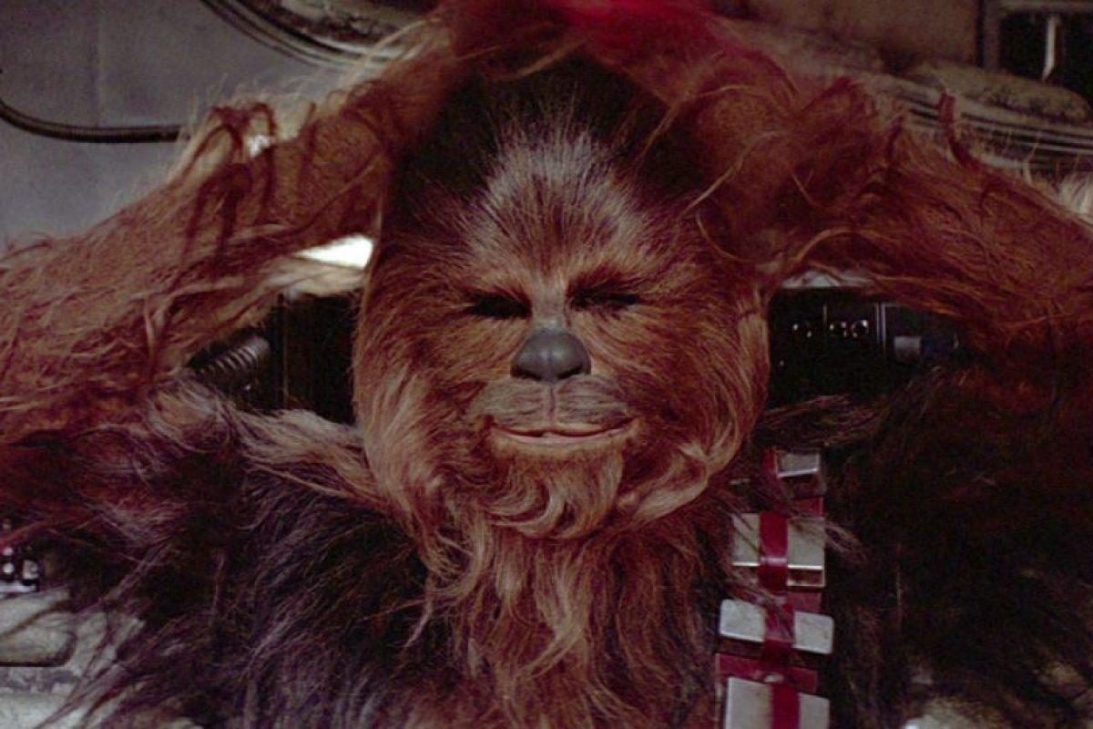 Chewbacca interpretado por Peter Mayhew (episodios III al VII). Foto:Publinews
