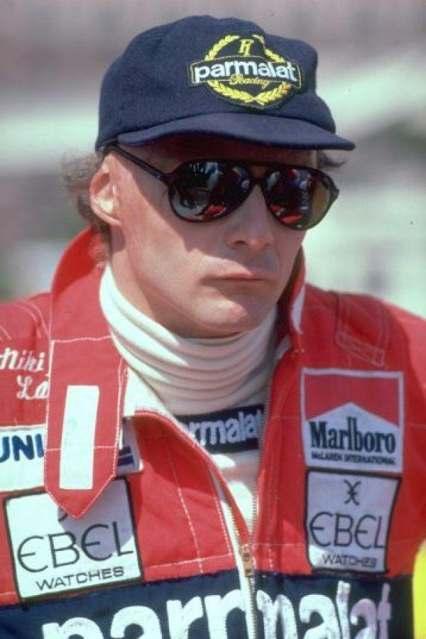 """El mítico piloto austriaco fue un ejemplo de """"niño bueno"""" en la glamourosa vida de la Fórmula 1. Lauda no se emborrachaba ni salía con mujeres espectaculares, sino que se casó y mantuvo fiel a su esposa, además de que evitaba las fiestas para descansar y buscar cómo mejorar sus automóviles. Foto:Getty Images"""