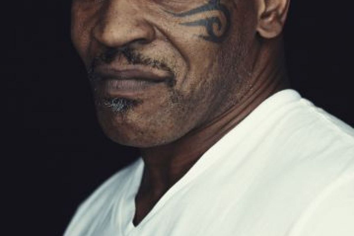 """Mike Tyson Fue realmente un """"chico malo"""". En el ring mordió en la oreja a Evan Holyfield y siempre estuvo relacionado con excesos de mujeres y alcohol. Su primera esposa lo dejó por que él la violentaba físicamente y pasó tres años en la cárcel por la violación a Desiree Washington, una chica de entonces, 18 años. Foto:Getty Images"""