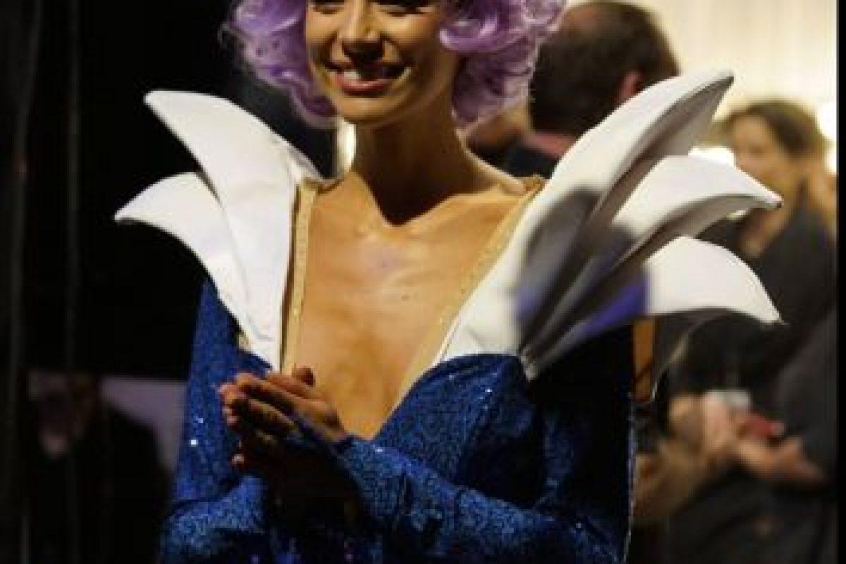 El problema de Miss Australia ni siquiera es el vestido, que parece un cosplay. Foto:vía Facebook/Miss Universe