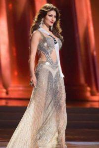 El problema con el vestido de Miss India son los zapatos, más propicios para otro tipo de eventos. Foto:vía Facebook/Miss Universe