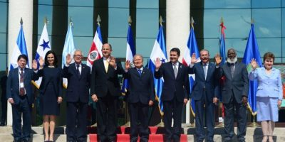 Presidentes de CA buscan soluciones para migrantes cubanos
