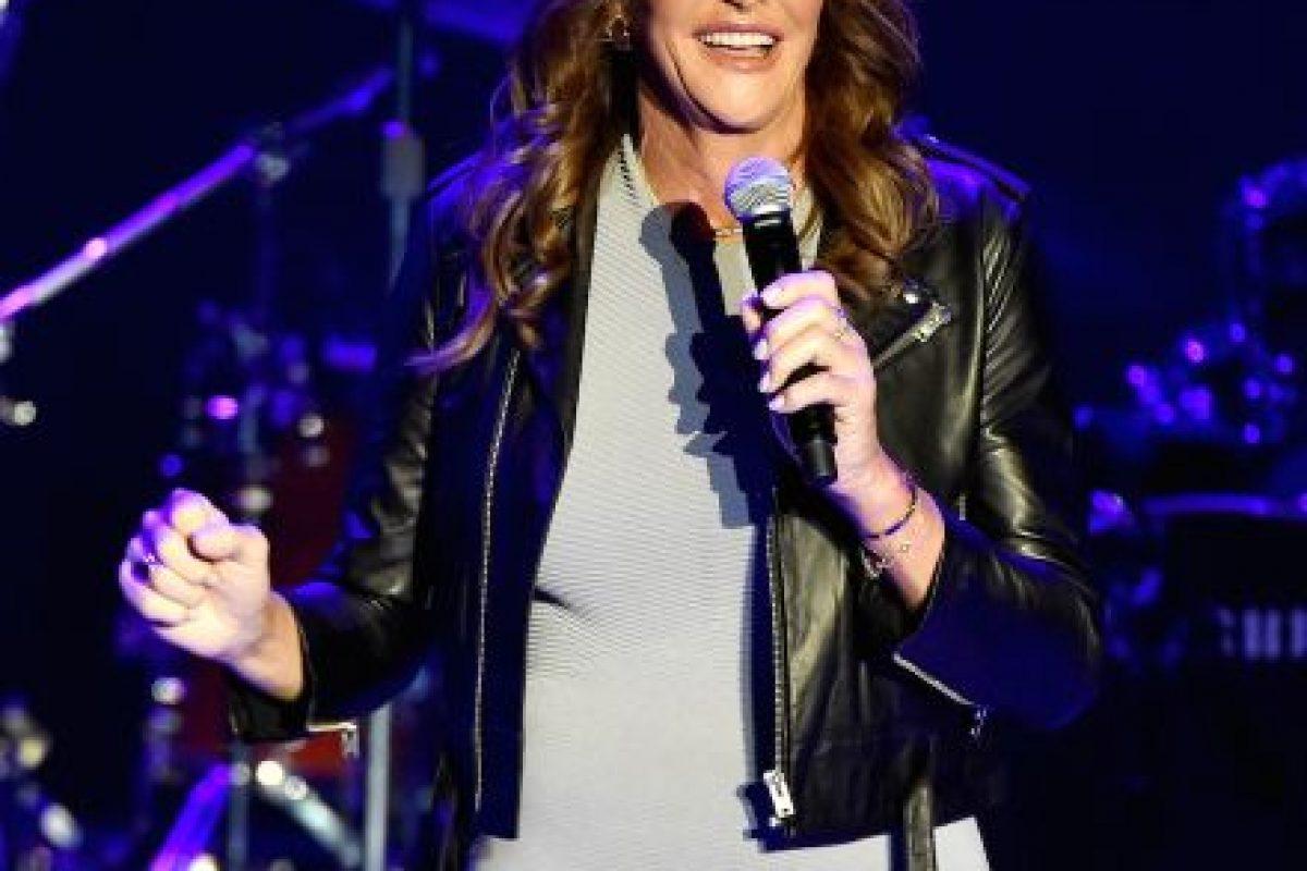 """""""Se ha convertido en una defensora de la comunidad transexual, dando a conocer los problemas que existen y abogando por la aceptación"""", explica la elaboradora del raking Bárbara Walters. Foto:Getty Images"""