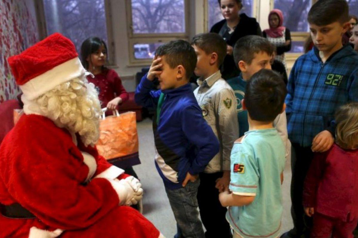 Donde pudo ofrecerle regalos a decenas de niños migrantes. Foto:Getty Images