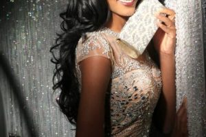 Whitney Houston A. Shikongo es Miss Angola Foto: vía facebook.com/MissUniverse