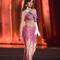 ¿Qué es peor? ¿La lentejuela rosada y el falso nude o lo de abajo? Foto:vía Facebook/Miss Universe