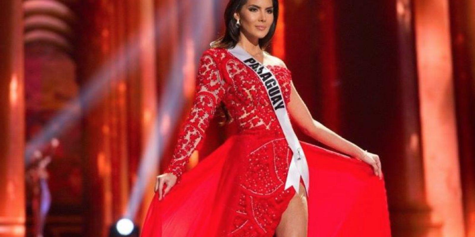 Un buen trabajo artesanal que se echó a perder con tela sobrante. Foto:vía Facebook/Miss Universe