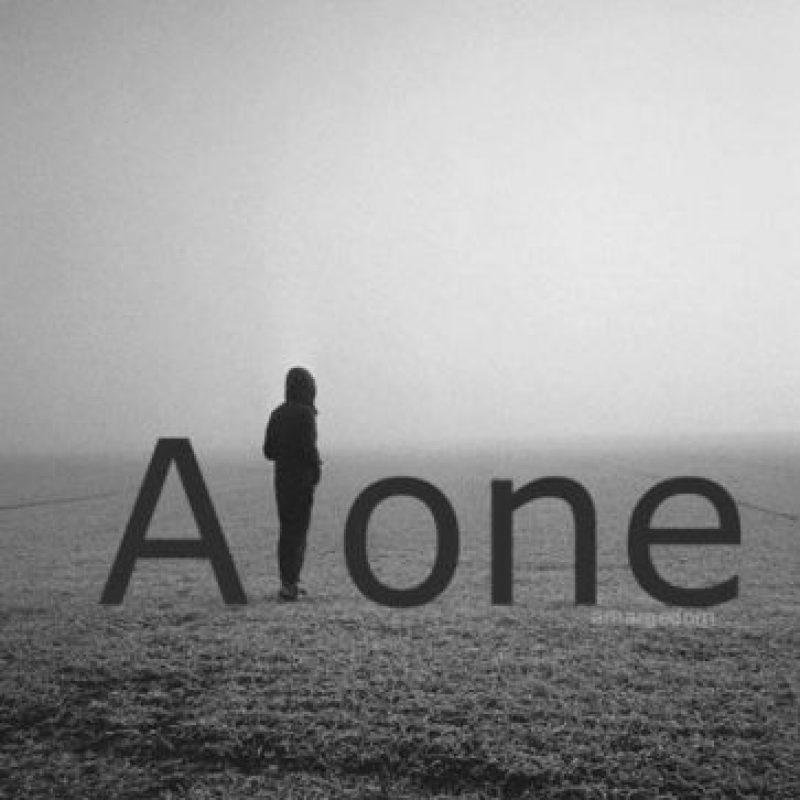 Trata de evitar caer en la melancolía. La nostalgia nos trae recuerdos amables de quienes nos han acompañado en un tramo de la vida. La melancolía, por el contrario, refuerza la tristeza y la desolación. Elige atesorar los buenos momentos.