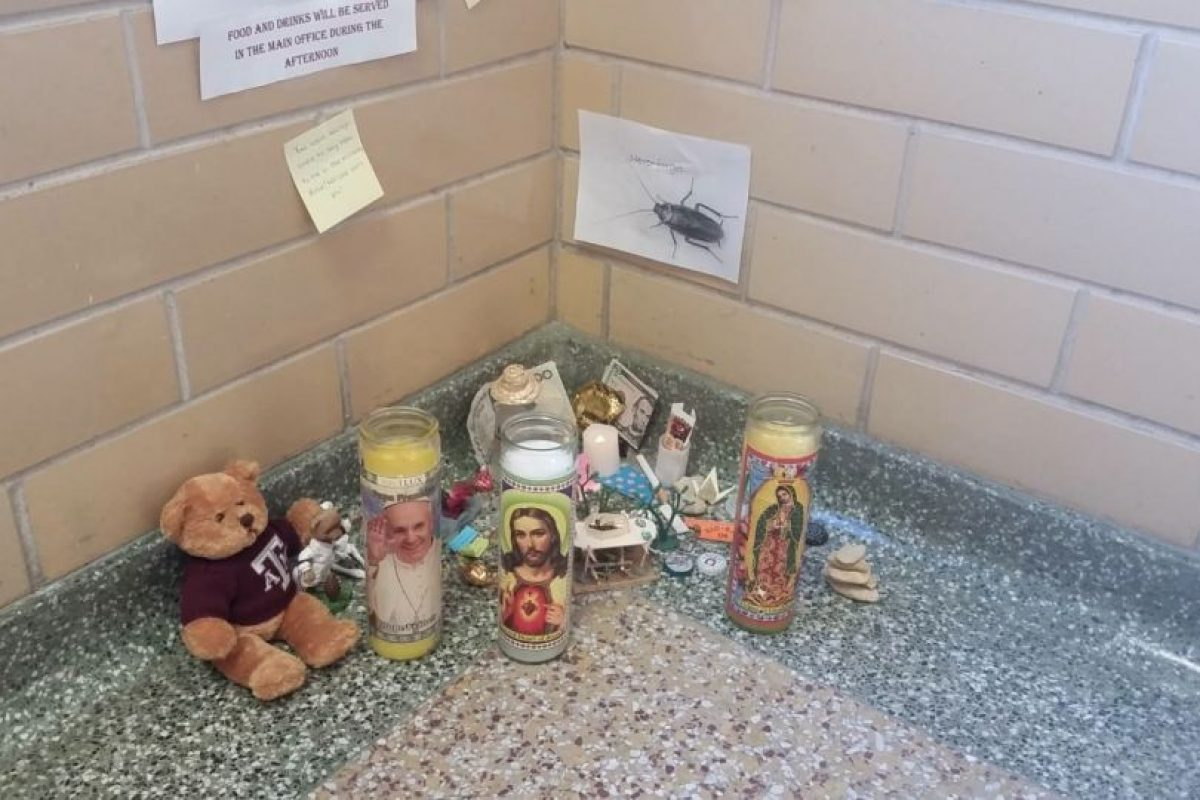 Para el 8 del mismo mes, tenía velas, osos y mensajes de despedida. Foto:Vía Imgur