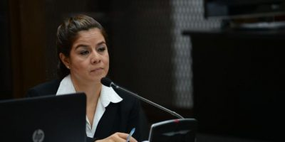 Fiscalía entrega acusación contra exintendente de aduanas Claudia Méndez