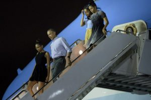 El presidente Barack Obama y su familia comenzaron sus vacaciones en Hawái desde el sábado. Foto:AFP