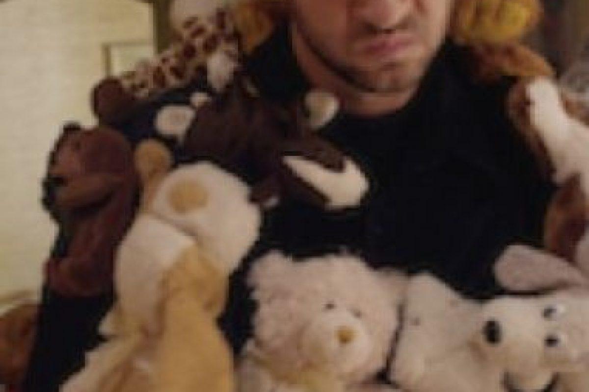 Cuando unos ladrones tratan de arruinar la Navidad de los Conley robando todos los regalos, el perro de la familia decide salvar el día. Foto:vía Netflix
