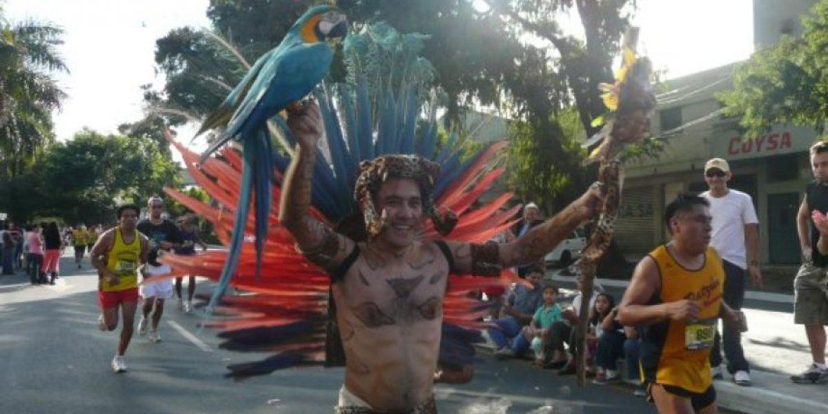 El guatemalteco de los mil disfraces se alista para la San Silvestre