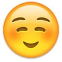 6- No es un rostro de pena o vergüenza, simplemente es una sonrisa. Foto:vía emojipedia.org