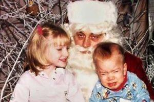 Santa Claus odia su vida. Foto:Awkward Family Photos