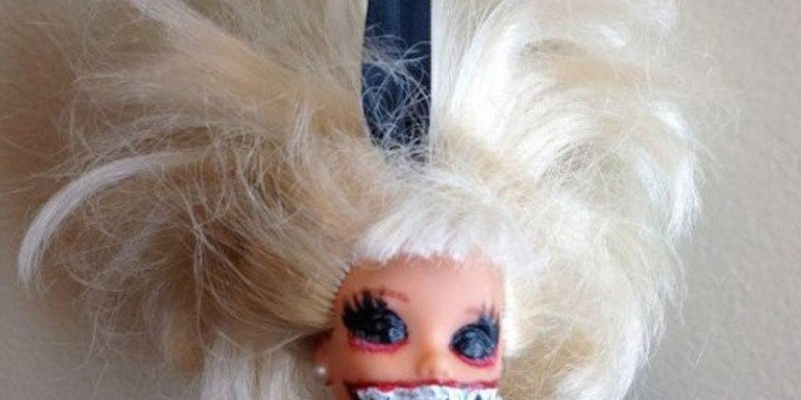 Pon a Barbie en el árbol. Foto:Etsy