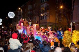 Las fiestas de Navidad no concluyen en España hasta la celebración de la tradicional Cabalgata de los Reyes Magos Foto:Viajes.net