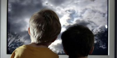 7. Los padres son una figura fundamental por medio de la cual sus hijos interpretan el mundo. Rrecuerden que la educación sexual no es exclusiva del colegio, y las bases de la misma, como todo acto de culturización, se dan en casa, y va mucho más allá de una charla escueta sobre el tema. Foto:Getty Images