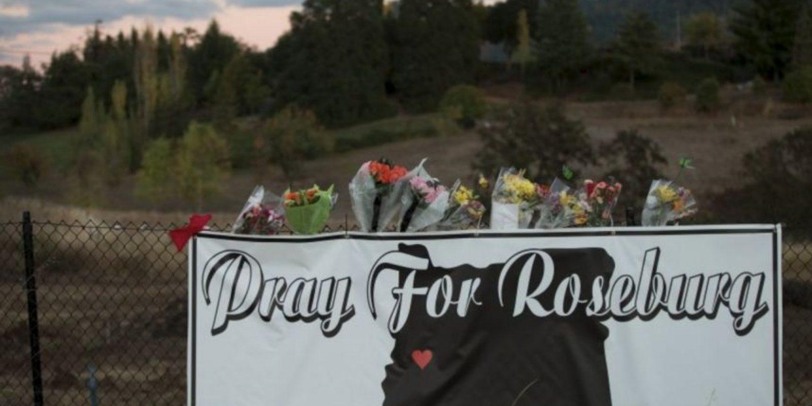 1 de octubre- 10 personas murieron en un tiroteo registrado en el colegio comunitario Umpqua, en Roseburg, Ohio. Foto:AFP