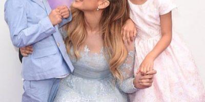 Así fue el adorable baile navideño de Jennifer López con sus hijos