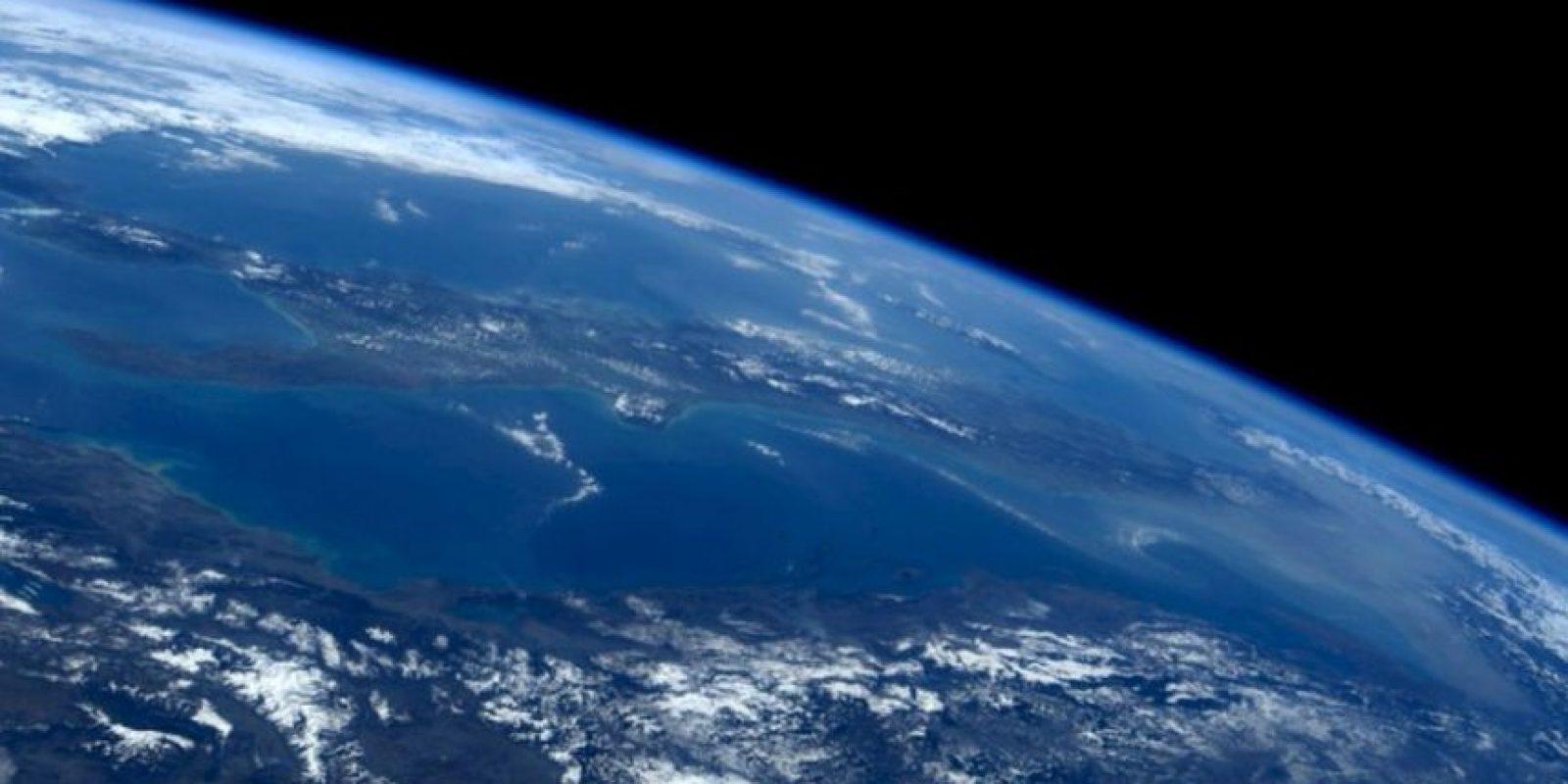Así se ve la noche desde el espacio. Foto:Vía Twitter @AstroSamantha