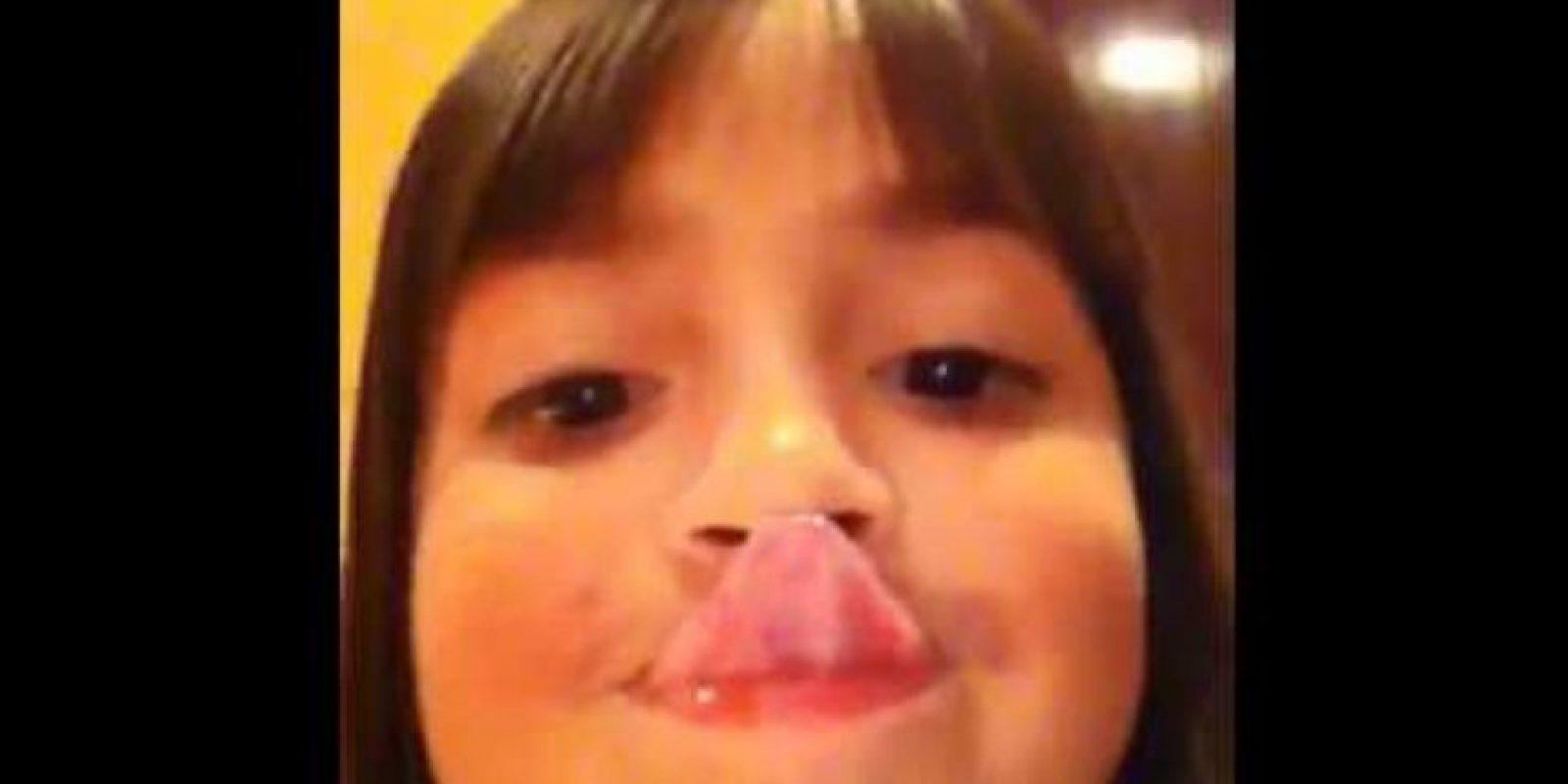 Tocar tu nariz o barbilla con la lengua. Foto:Vía Youtube