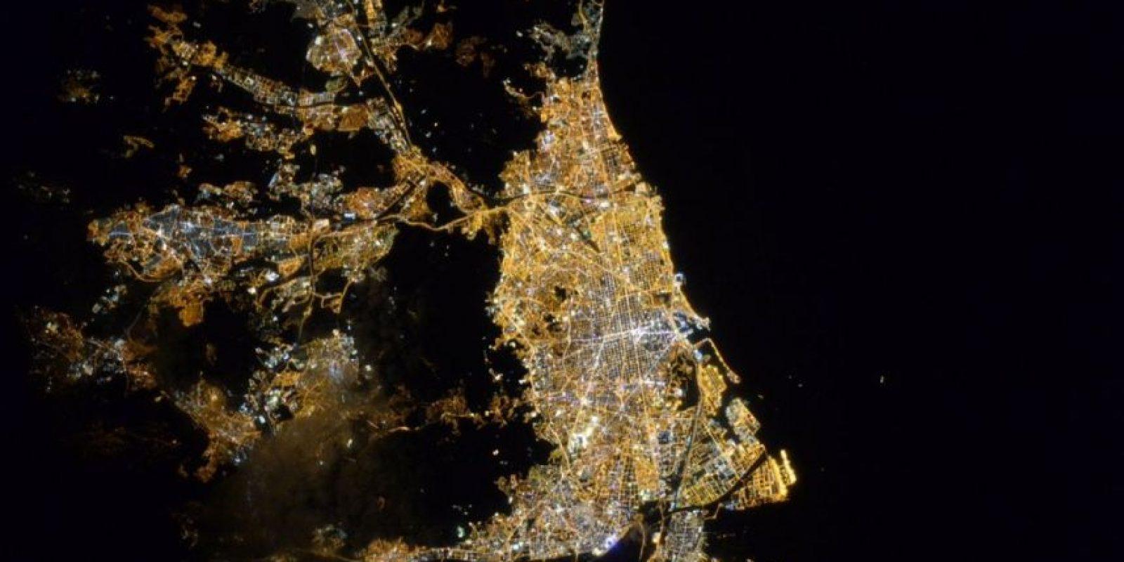 De noche en Barcelona. Foto:Vía Twitter @StationCDRKelly