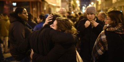 130 personas murieron, entre ellos, cerca de 90 en la sala de conciertos El Bataclan Foto:AFP