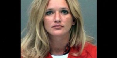 Carrie McCandless fue acusada de tener contacto sexual con una estudiante de 17 años de edad durante un campamento escolar. Foto:Jefferson County Jail