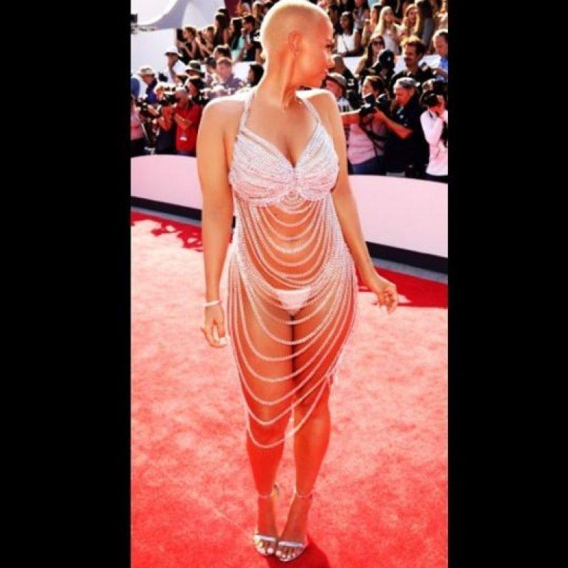 Y en la vida real esta es la medida de su cintura. Foto:vía instagram.com/amberrose