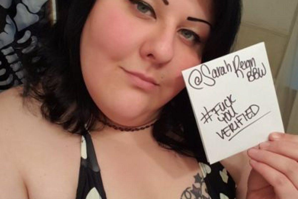 Pero por la noche come frente a hombres que pagan por verla en webcam. Pesa 219 kilos (484 libras). Foto:vía Twitter/Sarah Reign