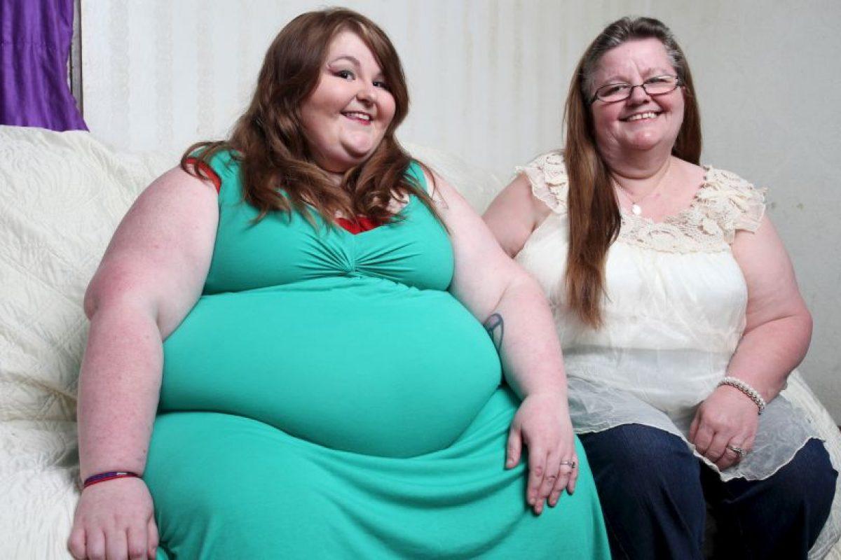Pesa 226 kilos (500 libras), pero su madre la apoya y afirma que no pone en riesgo su salud. Foto:vía Barcroft Media