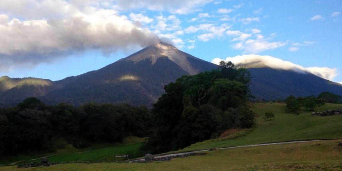 Insivumeh y Conred en alerta por erupción del volcán de Fuego
