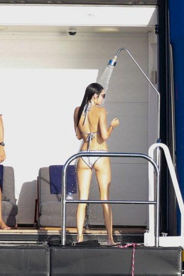 Y sin querer presumieron sus esculturales siluetas a los paparazzi. Foto:The Grosby Group