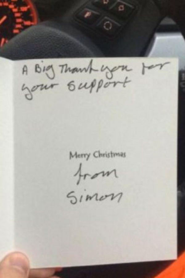 Como agradecimiento este le dio una tarjeta de navidad. Foto:Vía Twitter @Lee Houghton