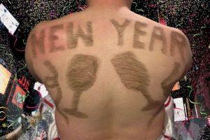 Mike Wolfe usó su vello corporal para crear un calendario de 12 fotos. Foto:Vía www.calendhair.com