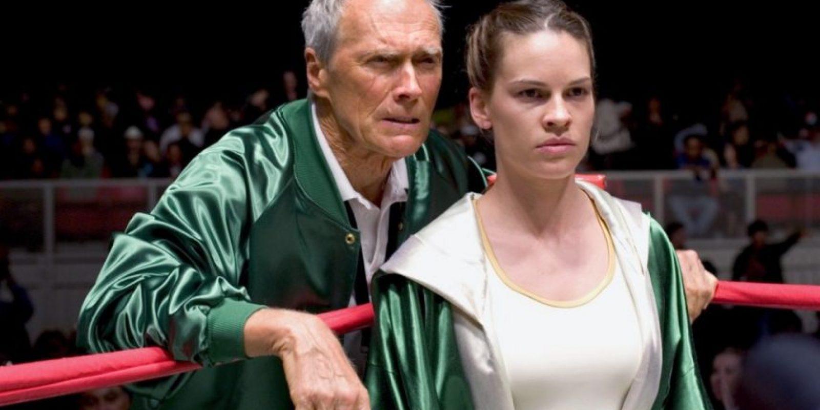 Es la historia de Maggie Fitzgerald (Hilary Swank), una empleada de 31 años de una tienda en Missouri que desea ser boxeadora profesional. Fitzgerald entrena en un gimnasio de Los Ángeles, propiedad de Frankie Dunn (Clint Eastwood), un entrenador que al principio la desaprueba, pero con el tiempo se convierte en su mejor amigo. Foto:Warner Bros
