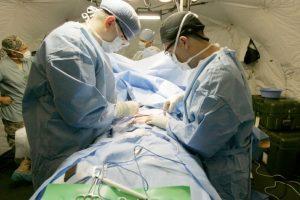 La prótesis que le fue colocada tiene dos válvulas, que se inflan al apretar un botón en su testículo usando líquido de su estómago, lo que le permite mantener una erección. Foto:Vía Flickr