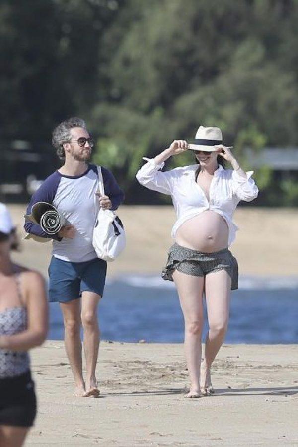 Durante su estancia en la playa, Anne Hathaway se percató de la presencia de los paparazzi. Foto:Grosby Group
