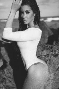 Claudia Sampedro, al igual que Kardashian, posee una increíble figura. Foto:Instagram/claudiasampedro_