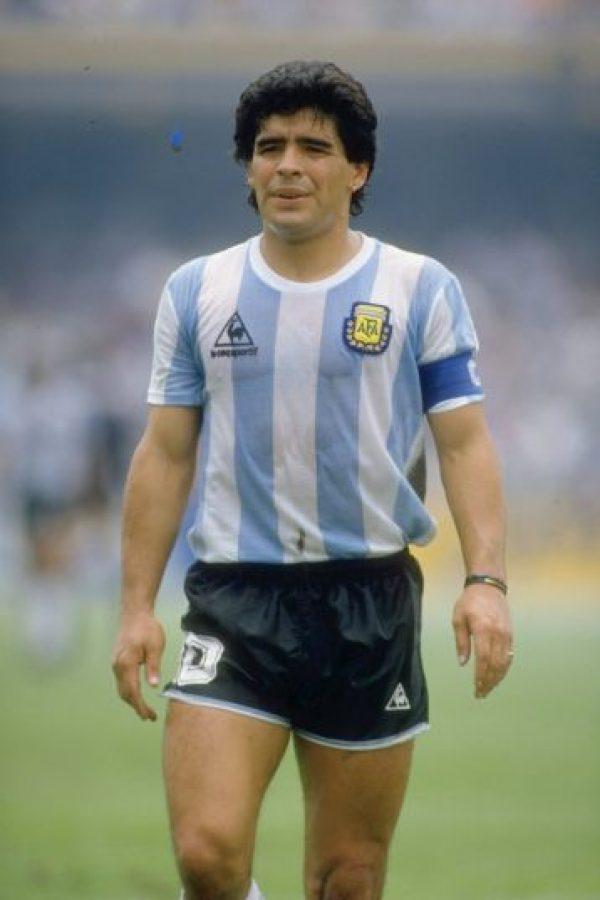 """Es el astro argentino por excelencia. Maradona conquistó al mundo en 1986 al ganar el Mundial en México desplegando un fútbol """"mágico"""". Tal fue su importancia que es considerado uno de los dos mejores de la historia de este deporte. Foto:Getty Images"""
