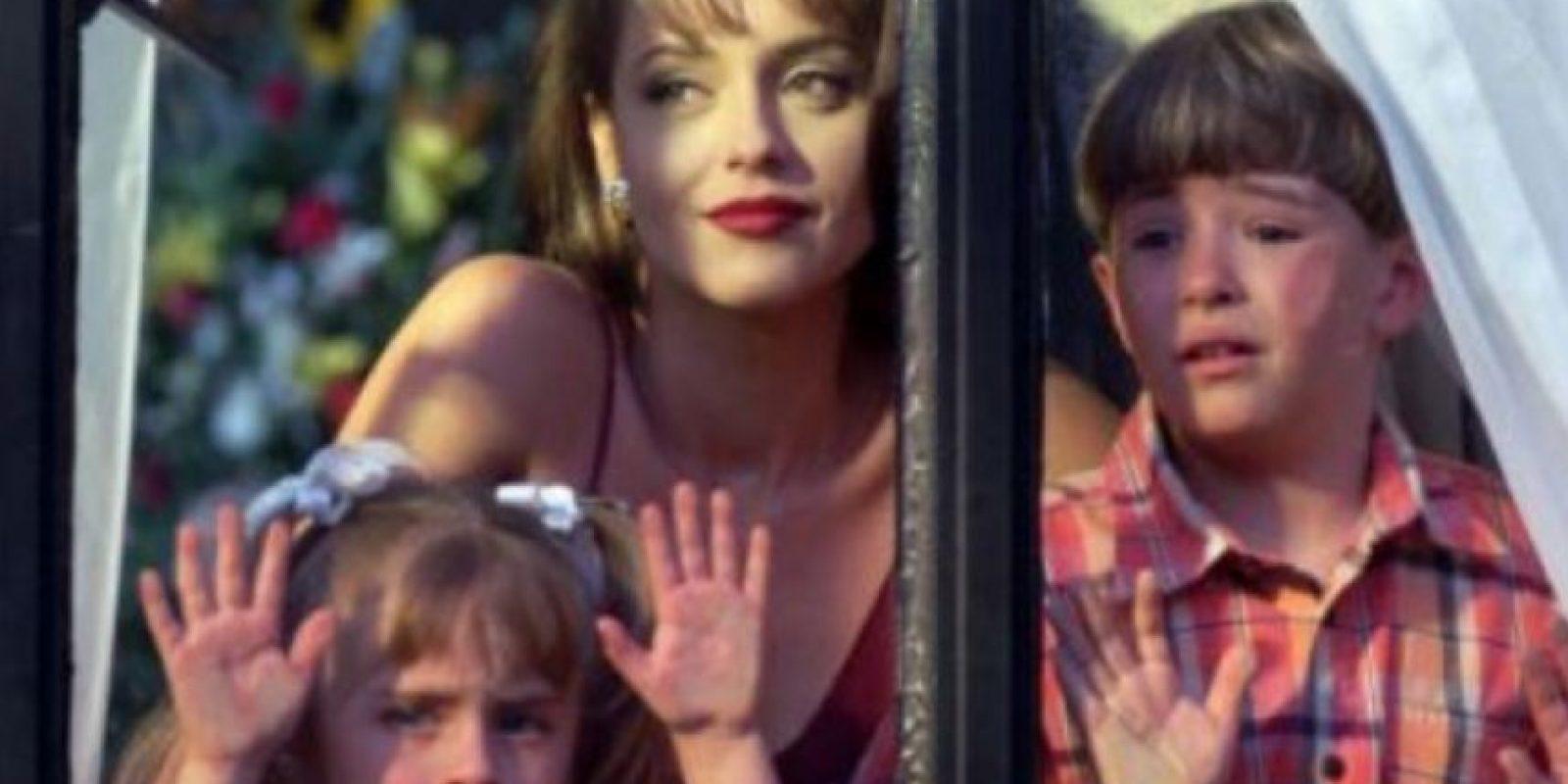Sus dos -traumatizados- hijos también eran parte central del show. Foto:vía Televisa
