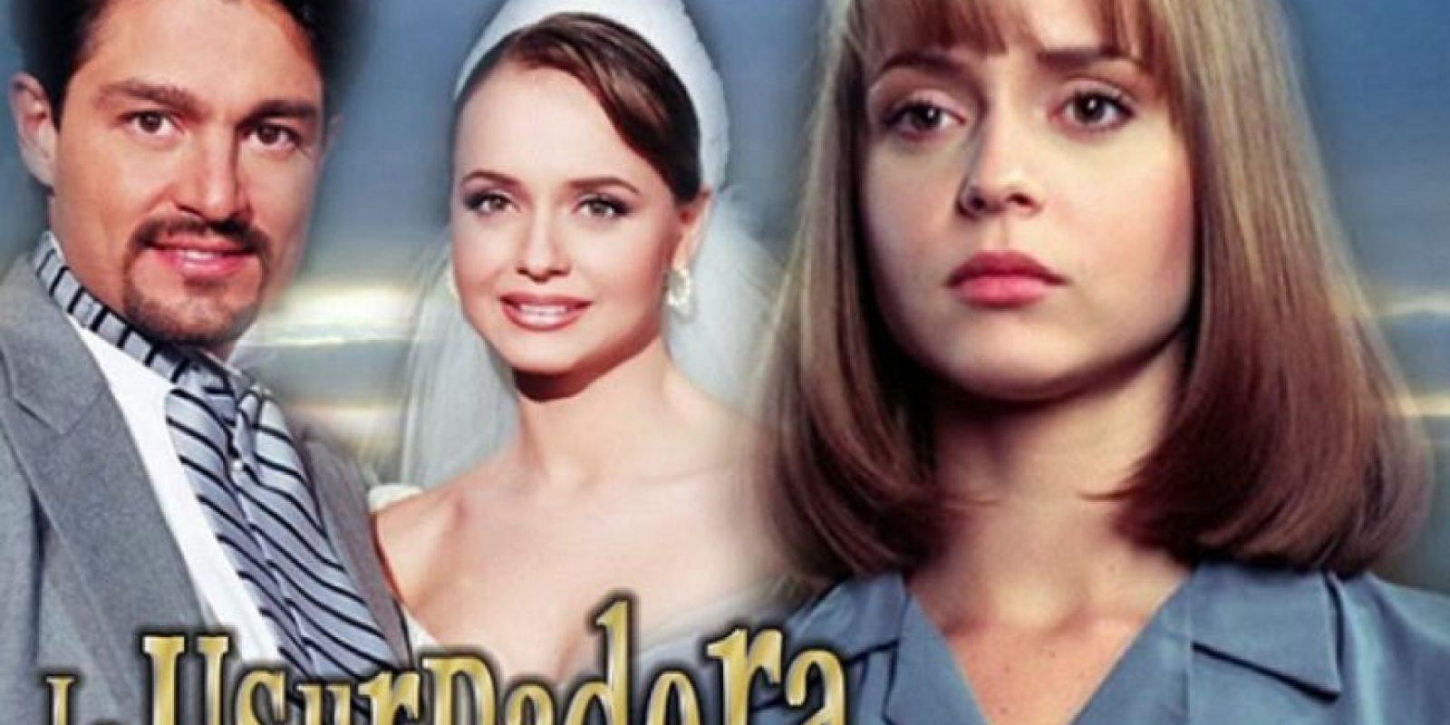 La gemela bondadosa se gana el cariño de todos, incluso el marido de aquella malvada mujer. Foto:vía Televisa