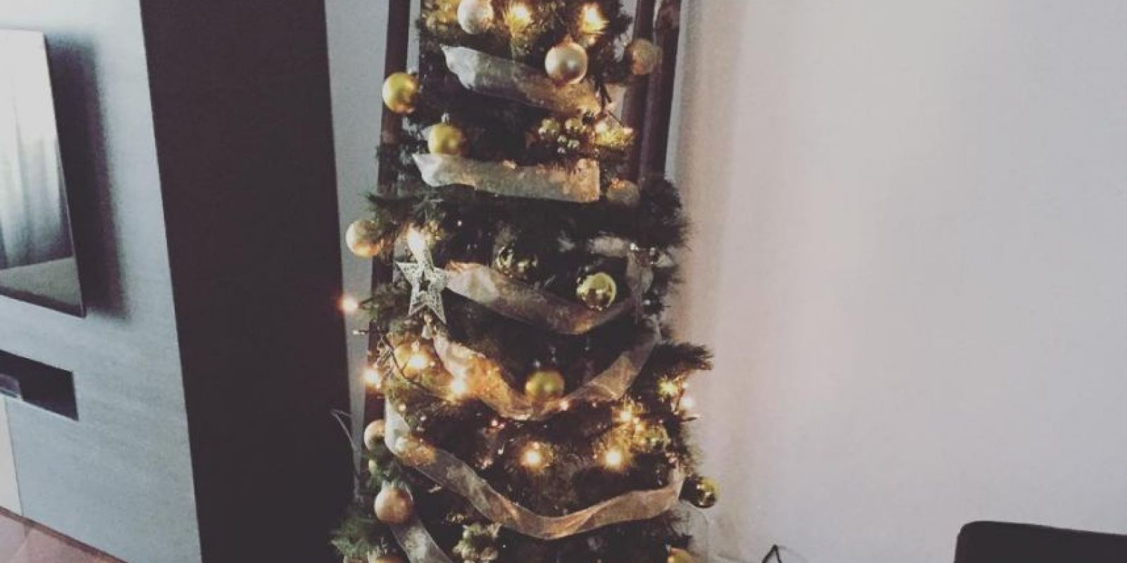 El basquetbolista Rudy Fernández despertó con el árbol llenó de regalos Foto:Vía instagram.com/rudyfernandez